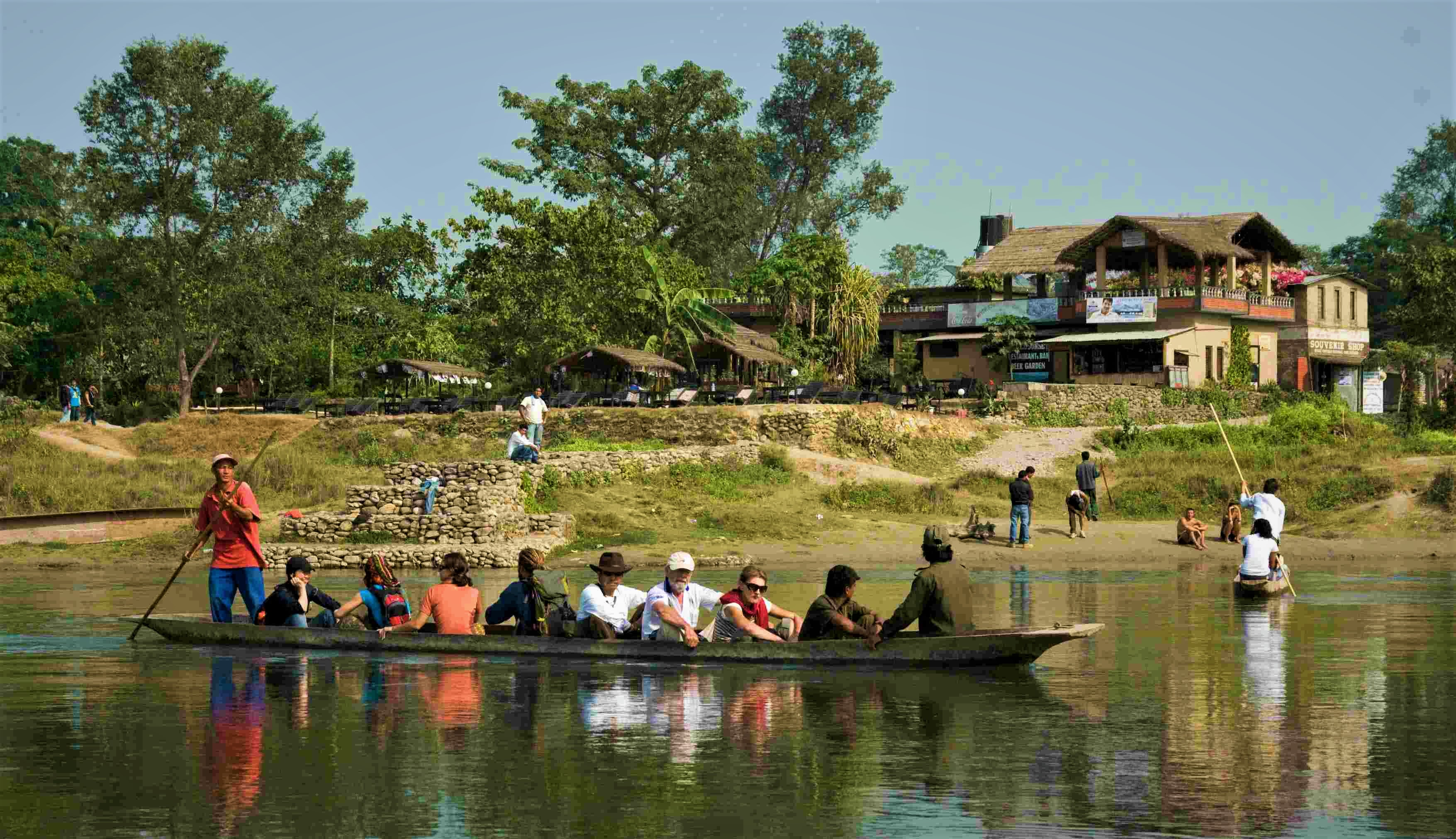 canoe_at_chitwan