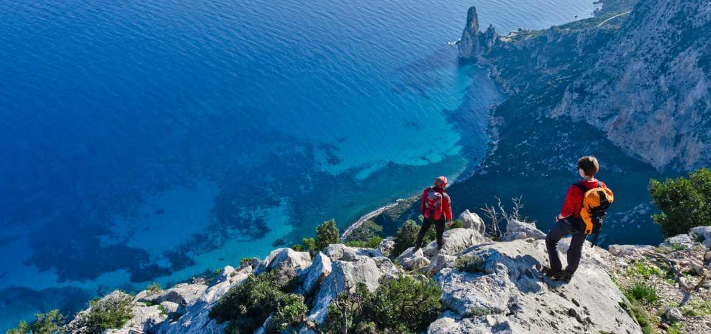 Треккинг в Сардинии: вид на пляж Кала Голоритце
