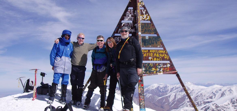Группа на вершине Джебель Тубкаль (4167 м), высшей точке Атласа в Марокко