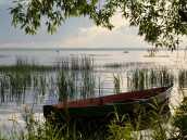 Лодка на берегу Плещеева озера.