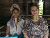 С женщиной из племени Карен. Треккинг в Северном Таиланде, провинция Чиангмай. Фото из тура в Бирму (Мьянму) и Таиланд автор Иван Прилежаев (с)