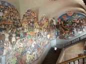 Приключения в Мексике, Фрески Диего Риверы в Национальном дворце