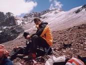 Фото из тура в Аргентину в 2006 году. Короткая передышка во время восхождения