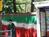 Фото из тура в Иран в 2011 году. Место, у которого нам гид даже не разрешил выходить из автобуса. Знаменитое бывшее американское посольство в Тегеране. Фотографировали на полной скорости. Судите сами ... Раньше весь забор был исписан анти-империалистическими граффитти. Теперь картинки еще хранят мотивы прошлого, но только стали как бы более сдержанными и более официально позитивными. Впрочем, сами иранцы больше сейчас озабочены, что о них думает мир, нежели о том, что об этом мире говорят плакаты на улицах.