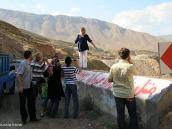Фото из тура в Иран в 2011 году. Дефиле иранской женской одежды демонстрирует под восхищенные щелканья фотоаппаратов наша спутница Татьяна.