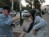 """Фото из тура в Иран в 2011 году. """"Вынимая билетики счастья, я гляжу ..."""" Этот жанр уличного бизнеса живет уже более 600 лет."""