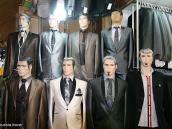 Фото из тура в Иран в 2011 году. Не пугайтесь, это просто манекены на рынке. Особое внимание обратите на бородатого.