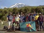 Фото из тура в Танзанию в 2003 году. Наши туристы вместе с командой сопровождения на фоне Килиманджаро (лагерь Мвека).