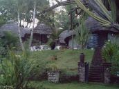 Фото из тура в Танзанию в 2003 году. Перед восхождением путешественники расселяются в комфортабельных лоджиях (ресорт Нгаресеро).