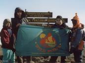 """Фото из тура в Танзанию в 2003 году. Группа туристов """"Компании Неизведанный Мир"""" на вершине Килиманджаро."""