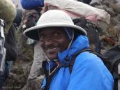 Фото из тура в Танзанию в 2008 году. Начальник трека в шляпе колониста, Килиманджаро.