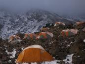 Фото из тура в Танзанию в 2008 году. Наш лагерь на стоянке Бараффу, 4600 м, перед штурмом вершины Африки.