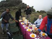 Фото из тура в Танзанию в 2008 году. Обед после 15 часов работы на восхождении, Килиманджаро