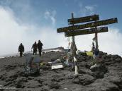 Фото из тура в Танзанию в 2009 году. Последние метры до вершины Килиманджаро - пика Ухуру (5895 м).