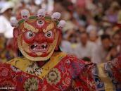 Фото из тура в Индию в 2005 году. Танец буддийского монаха в ритуальной маске.