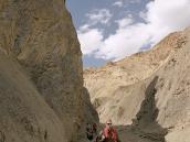 Фото из тура в Индию в 2005 году. Спуск с перевала по каньону.