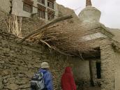Фото из тура в Индию в 2005 году. Пеший маршрут проходит через несколько деревень в Гималаях.