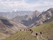 Фото из тура в Индию в 2005 году. Продолжение треккинга. Спуск с перевала Конске-Ла.