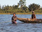 Фото из тура на Мадагаскар в 2007 году. Канал Пангалан - местные жители рыбачат