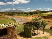 Фото из тура на Мадагаскар в 2007 году. Очень типичный для Мадагаскара пейзаж