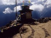 Фото из тура в Непал в 2004 году. Старая гомпа над Намче-Базаром.