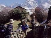 Фото из тура в Непал в 2004 году. Местечко Монг. Вид на г. Кантега.  Здесь устраивают ланч.