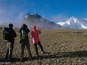Фото из тура в Непал в 2004 году. В нижней части склон Неймлесс-Тауэр покрыт травой.