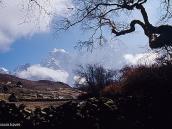 Фото из тура в Непал в 2004 году. Пхорце в ясный полдень. Здесь расходятся тропы на Гокио и к базлагу Эвереста.