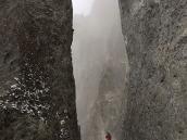 Фото из тура в Непал в 2011 году. Тропа к Тиличо местами врезана в узкие каньоны.