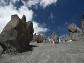 Фото из тура в Непал в 2011 году. Каменные истуканы над тропой к Базовому лагерю Тиличо.