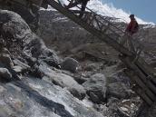 Фото из тура в Непал в 2011 году. Переход через Торунг Колу по консольному мосту