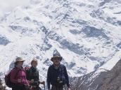 Фото из тура в Непал в 2011 году. На тропе к перевалу Торунг-ла. На заднем плане Гангапурна (7454 м)