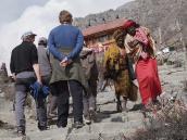 Фото из тура в Непал в 2011 году. Индуистские паломники на тропе к храму Муктинатха