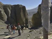 Фото из тура в Непал в 2012 году. Эта щель в скалах на спуске с перевала в Дхакмар - настоящая аэродинамическая труба.