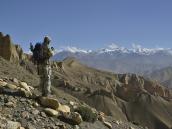 Фото из тура в Непал в 2012 году. По другую ее сторону Гималаи вновь расступаются амфитеатром.