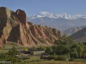 Фото из тура в Непал в 2012 году.  Красные скалы Дхакмара, давшие ему свое название.