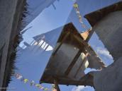 Фото из тура в Непал в 2012 году. На территории Мустанга гуляют дикие ветры, врывающиеся на плато через воронку между массивами Аннапурны и Дхаулагири и уносящие значительную часть муссонной влаги. Эти южные бури начинаются и прекращаются точно по часам: в полдень, когда воздух над Непалом нагревается, и после захода солнца, когда температура понижается. Жить в Мустанге — значит примириться с гигантским сквозняком, задувающим через открытую дверь Большой Гималайской щели.