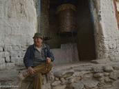 Фото из тура в Непал в 2012 году. Среди лоба (жителей Ло) редко встретишь человека с хмурым лицом, дружеский смех звучит по каждому поводу. Жители Ло часто ездят по торговой или другой надобности за границу, а практически все отпрыски местных аристократов учились в юности в лхасских монастырях