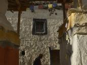 Фото из тура в Непал в 2012 году. ...король сказал, что именно Аме Пал основал государство Ло, построив большую крепость-дзонг Кечер. Развалины ее можно и сейчас видеть над Ло-Мантангом. Король с гордостью сказал, что в нем те же «кости», что и у Аме Пала (в тибетском мире это означает, что человек считает себя прямым потомком).