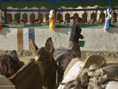 Фото из тура в Непал в 2012 году. В Мустанге, как и в Тибете, действуют два календаря: официальный лунный, начинающийся в феврале и насчитывающий 12 месяцев по 30 дней, и сельский календарь, варьирующийся в зависимости от района, скажем на юге он иной, чем в Ло-Мантанге. Поскольку этот календарь короче солнечного года, то каждые три года к нему добавляется лишний месяц.