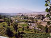 Фото из тура в Перу в 2004 году. Арекипа лежит в широкой долине  среди вулканов.