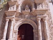 Фото из тура в Перу в 2004 году. Арекипа. Фасад церкви из резного вулканического туфа.