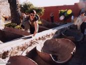 Фото из тура в Перу в 2004 году. Арекипа, монастырь Св. Каталины. Амфоры, разрезанные пополам, служили для стирки. По центральному желобу в них подавалась вода.