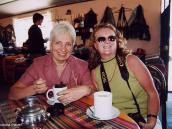 Фото из тура в Перу в 2004 году. В магазине сувениров по дороге в Колка-каньон подают чай из листьев коки.
