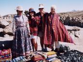 Фото из тура в Перу в 2004 году. Участницы поездки  в национальных нарядах - пончо -  на перевале 4500 м.