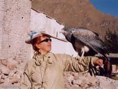 Фото из тура в Перу в 2004 году. Хищную птицу можно взять в руки.