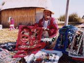 Фото из тура в Перу в 2004 году. Турбизнес и сувениры - практически единственный источник заработка для обитателей плавучих островов.
