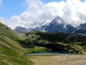 С тропы открываются завораживающие виды на Швейцарские Альпы. Треккинг-тур в Швейцарию, фото