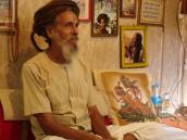 Фото из тура Непал-Тибет в 2004 году. Йогин Милк-Баба живет напротив храма Пашупатинадх в Катманду.