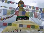 Фото из тура Непал-Тибет в 2004 году. Буддийская ступа Боуднадх занимает целый квартал в Катманду